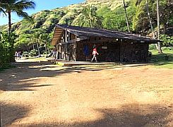 hanauma bay restrooms
