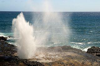 ハロナの潮吹き岩