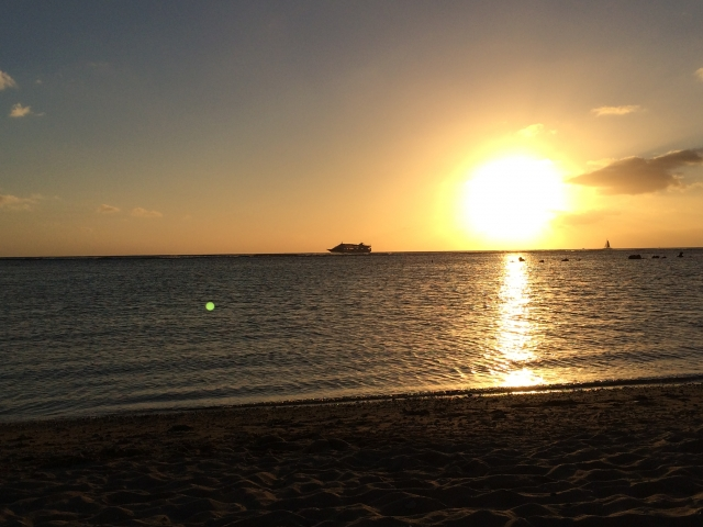 アラモアナビーチパークの夕日
