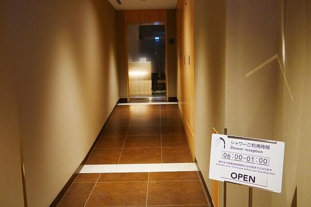 シャワー室入口廊下