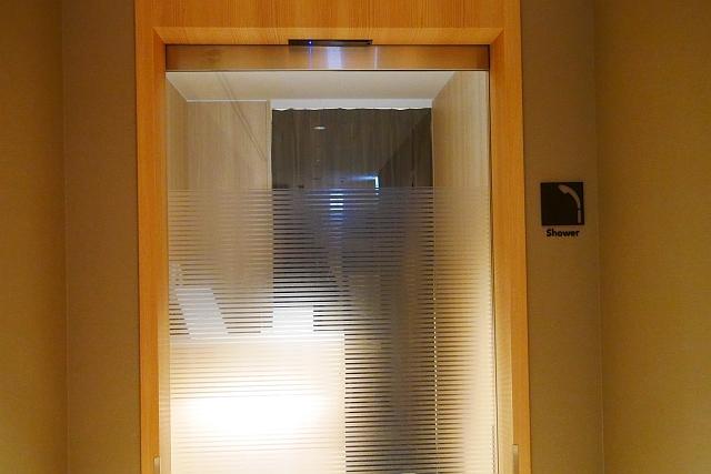 シャワールーム入口ドア
