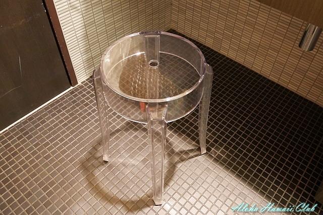 ANAラウンジシャワー室のイス