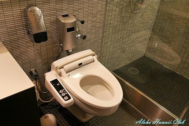 ANAラウンジのシャワー室のトイレ