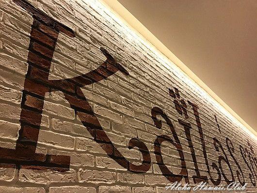 カフェ・カイラ壁文字